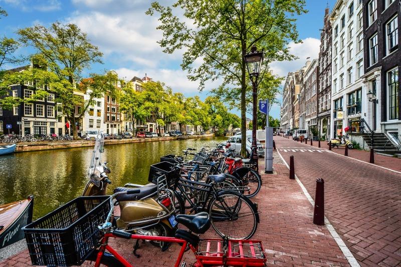 amsterdam-2261212_1920